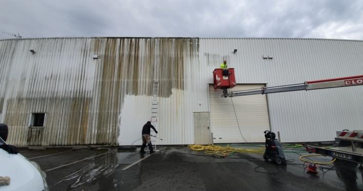 Nettoyage d'un bardage industriel