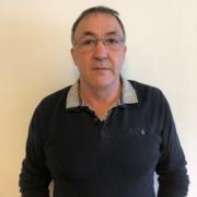 Serge est le responsable du planning et gère le personnel de l'entreprise.